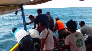 23 People Rescued From Sinking Boat - Video