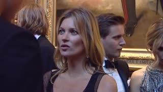 Prince William Chats To Kate Moss At Cancer Charity Dinner - Video
