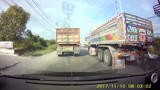 Truck Loses Wheel While Driving - Video