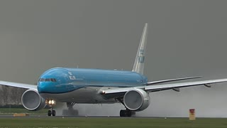 Interesting Footage Shows Boeing 777 Getting Struck By Lightning After Takeoff - Video