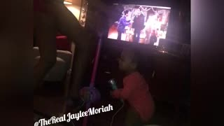 Karaoke with Jaylee🎤🎤! This 1 year old has all the moves!