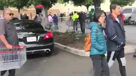 1 hour and 30 minute wait to get into Costco in Los Angeles
