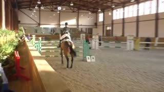 Rider tries to complete course, but her headstrong horse has a different idea - Video