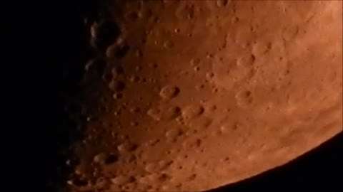 Incredible super zoom captures very red half moon