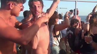 This guy loves Ibiza more than Canada - Video