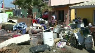 Chile quake victims assess damage - Video