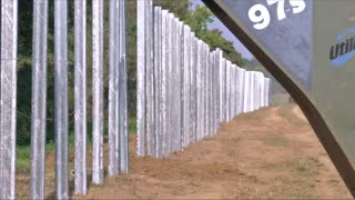 Hungary places steel wire along Croatian border - Video