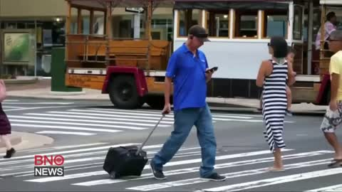 Chicago proposal to fine 'distracted walkers'