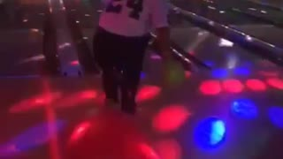 Hilarious Bowling Fail! Listen to his friend LOL