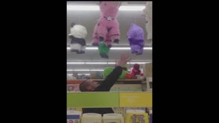 When pinatas end up ruining the party - Video