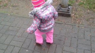 Baby loves stomping in puddles - Video