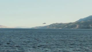 Low-flying UFO filmed over the Adriatic Sea - Video