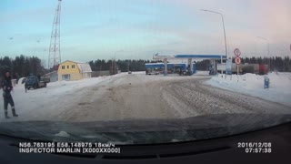 Truck Tire Explosion in Russia - Video