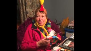 Grandma's priceless reaction to Macy's parade birthday gift - Video