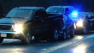 Missouri Black Ice causes Wrecks - Video