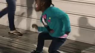 4 year old dances to I'm so wavy - Video