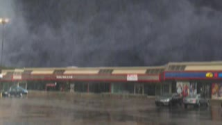 "Special effects create ""mega tornado"" in Montreal strip mall"