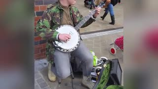 Street Artist Entertains People With Amazing Banjo Performance