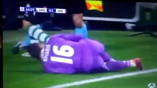 Oscar Winning Acting by the Real Madrid star against Sporting - Video