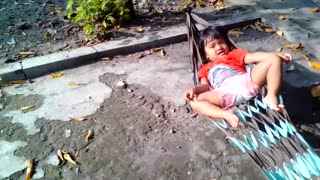kids falling from hammocks - Video
