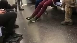 Guys subway dance battle - Video