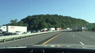 Driver captures 10 miles of traffic in Virginia - Video