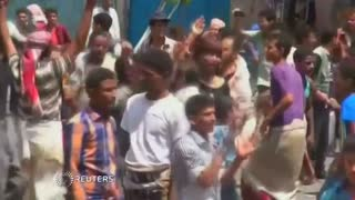 Anti-Houthi fighters seize key Yemen city - Video