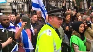 Downing Street protesters face off ahead of Netanyahu visit - Video