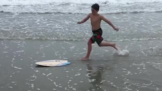 Collab copyright protection - boy yellow skimboard faceplant beach - Video
