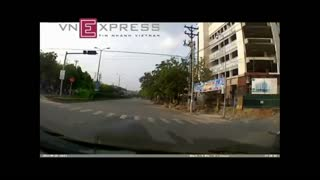 The shock phase crossing the street in Viet Nam - Video