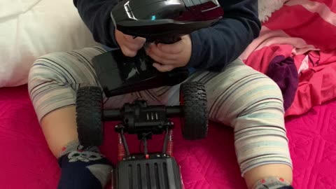 The baby learns to control remote control car