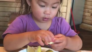 Little girl has priceless reaction to lemon tasting