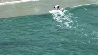 Guy yellow surfboard paddle surfing - Video