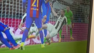 Juventus vs Barcelona - Penalty? - Video