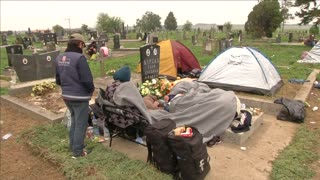 Migrants in Balkans seek shelter in cemetery - Video