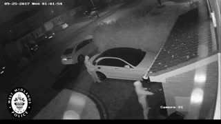 First footage of 'relay crime' in UK shows thieves unlocking car without keys - Video