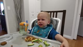 Baby tries carbonated water for the first time with hilarious results
