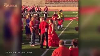 Samford University Team Sings Ed Sheeran, Helps Teammate Propose to Girlfriend - Video
