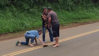 Hawaii Knife fight (Old Man) - Video