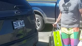 Man Finds Way To Open His Trunk Without Sensor Working Properly - Video