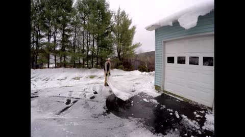 How to easily remove snow and ice from driveway
