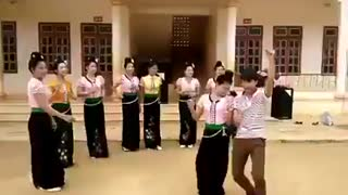 Beautiful Girls Dancing - Video