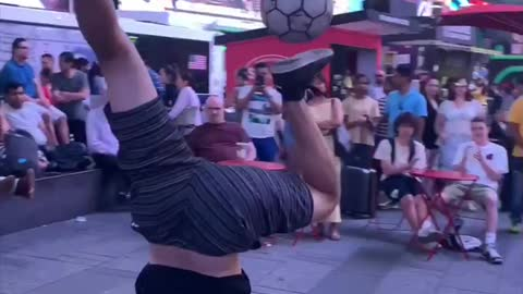 Man Shows Off Insane Skills While Juggling Ball In Times Square