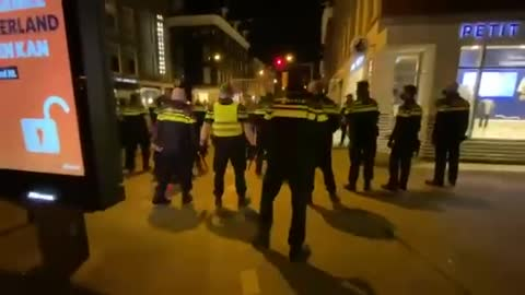 Huge police operation in Amsterdam this evening, murder? Terrorism?