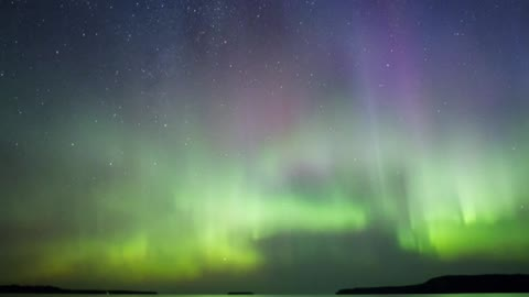Stunning time lapse shows Northern Lights over Great Lake