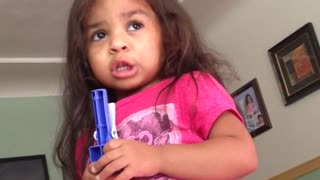 Toddler sings 'Let It Go' - Video