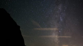 Time lapse: Beautiful meteor shower outside Las Vegas - Video