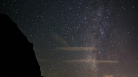Time lapse: Beautiful meteor shower outside Las Vegas