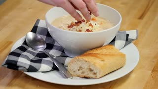 Slow-cooker bacon cheeseburger soup recipe - Video