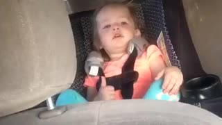 2-year-old attempts to sing classic French song - Video